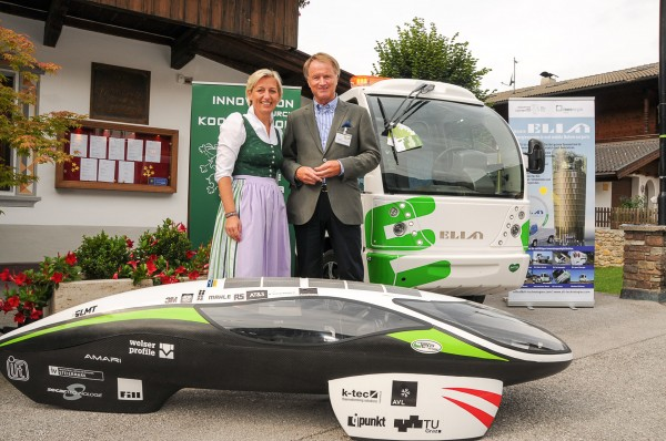 LR Edlinger-Ploder und IV-Präsident Pildner-Steinburg mit dem TERA Fennek (vorne) und ELI (hinten)